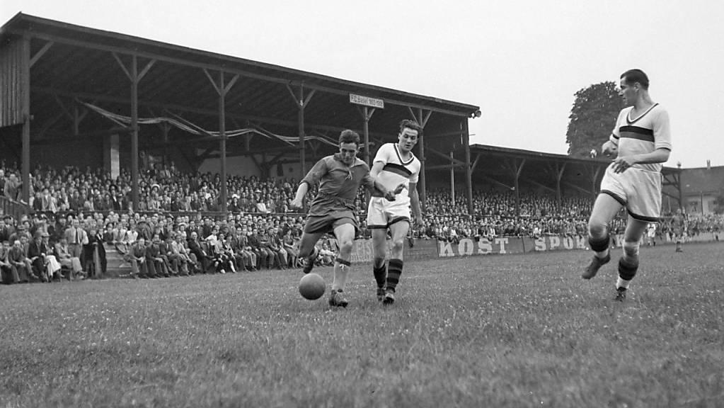 Vor ähnlicher Kulisse im Basler Stadion Landhof ging 1908 auch das erste Länderspiel zwischen der Schweiz und Deutschland über die Bühne (Archiv)