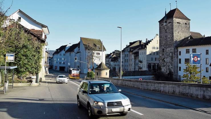 Vorgesehen ist, die Kantonsstrasse auf einer Länge von rund 440 Metern zu sanieren und Platz zu schaffen für einen Radstreifen sowie einen neuen Gehweg.