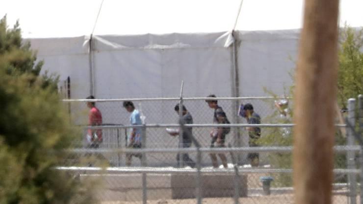 Von ihren Familien getrennte Migranten in einer Unterkunft im US-Bundesstaat Texas. (Archivbild)