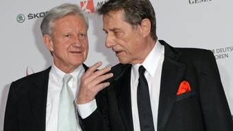 Manager Freddy Burger (l) wird angeblich von den Erben von Udo Jürgens (r) auf Schadenersatz in dreistelliger Millionenhöhe verklagt. (Archivbild)