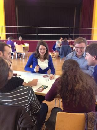 Spiele unterschiedlicher Natur wurden gespielt: Strategiespiele und einfache Kartenspiele