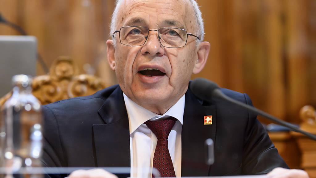 Finanzminister Ueli Maurer wurde im Ständerat erhört: Die kleine Kammer stimmt mehrheitlich gegen eine weitere Ausweitung des Härtefallprogramms, wie sie der Nationalrat beschlossen hat.