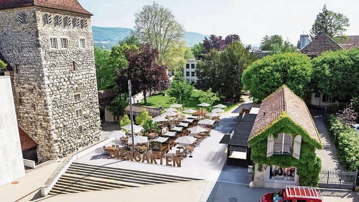 Jeweils den Sommer lang 168 Sitzplätze: So stellt sich die Kino Aarau AG ihren Biergarten vor. Rechts der Container mit Buffet, Küche und Lager.