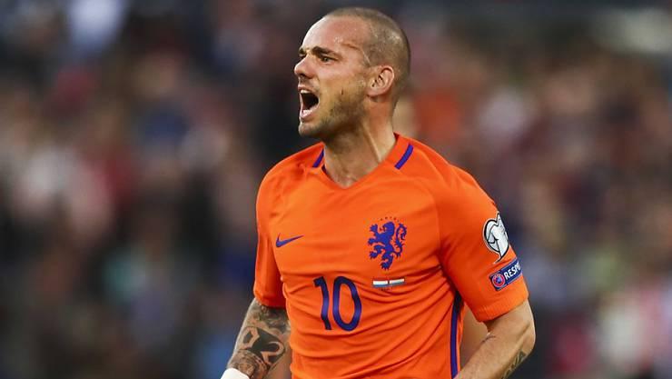 Wesley Sneijder befindet sich im Anflug nach Nizza, wo er den medizinischen Test beim Klub von Trainer Lucien Favre absolvieren wird