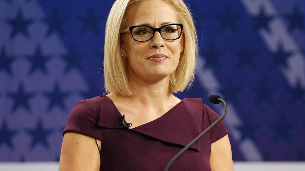 Die Demokratin Kyrsten Sinema hat den umkämpften Senatssitz in Arizona errungen. Die Republikaner behalten aber weiterhin die Mehrheit im Senat. (Foto: Matt York/AP Archiv)