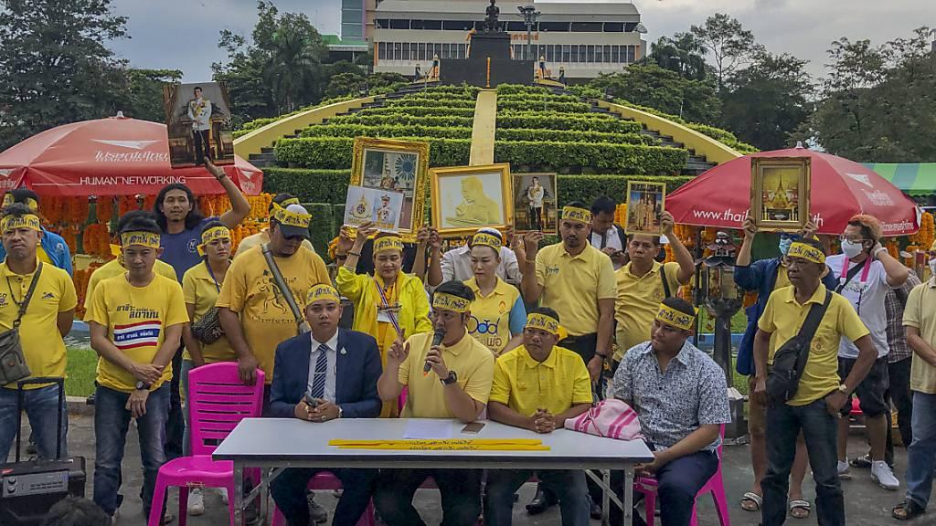 Ganz in Gelb: Anhänger des Königshauses demonstrieren in Thailand