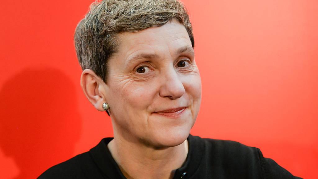 ARCHIV - Die Schriftstellerin Felicitas Hoppe stellt auf der Leipziger Buchmesse ihre Reisereportage «Prawda - Eine amerikanische Reise» vor. Foto: Jens Kalaene/dpa-Zentralbild/dpa