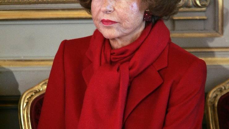 la principale actionnaire du groupe L'Oréal, Liliane Bettencourt, assiste, le 18 avril 2005 au Palais de l'Elysée à Paris, à une cérémonie de remise de décorations.  AFP PHOTO  PATRICK KOVARIK