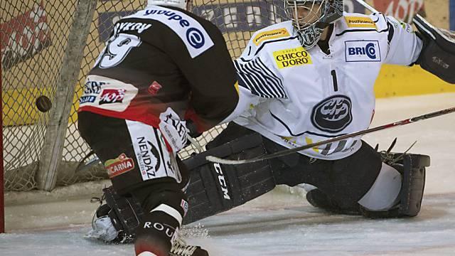 Fribourgs Andrej Bykow bezwingt Ambri-Goalie Schaefer zum 3:1
