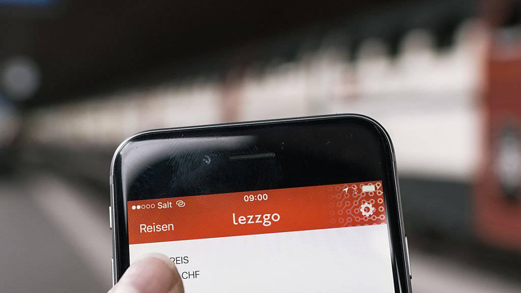 Mit der App «lezzgo» erhalten Reisende, wenn sie sich vor Abfahrt einchecken, ein gültiges Ticket. Nach der Reise meldet man sich in der App wieder ab und bezahlt. (Archivbild)