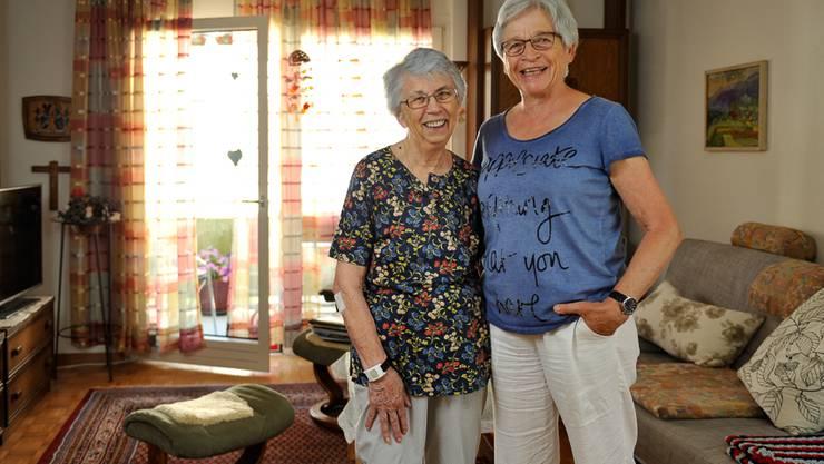 Ursula Ackle (links im Bild) und ihre Tochter, Dorothe Ott, vertrauen dem Rotkreuz-Notruf.