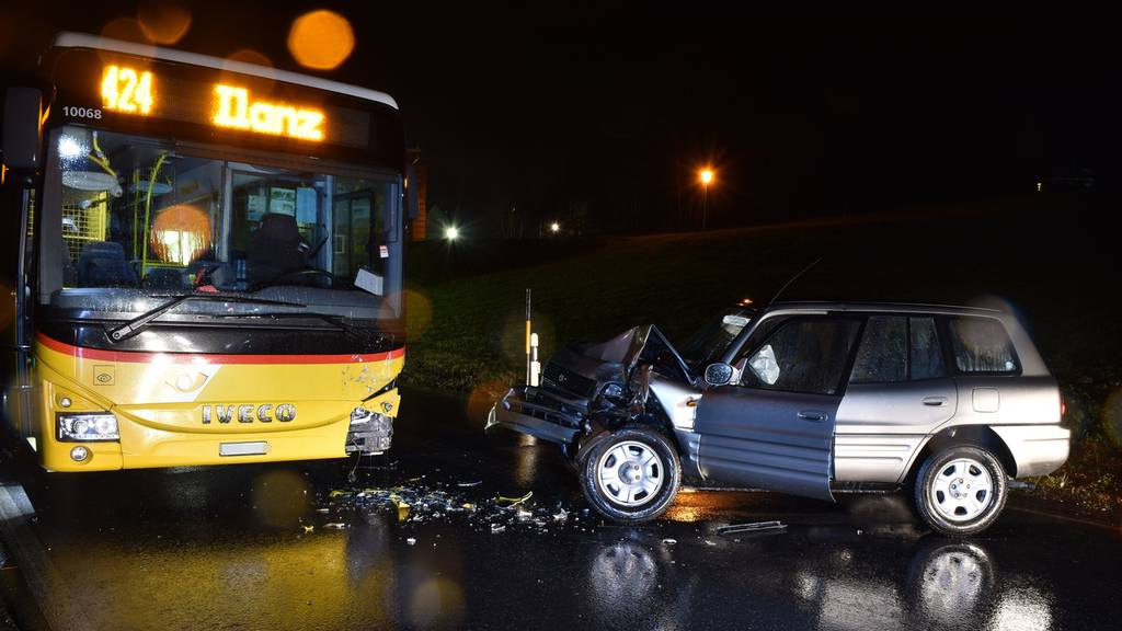 In Postauto gekracht: 82-jähriger Autofahrer erleidet Schädel-Hirn-Trauma