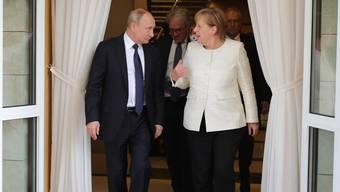 Im Mai noch in Sotschi, morgen in Berlin: Putin und Merkel treffen sich häufig. Vor allem der russische Staatschef ist auf seine Duz-Freundin angewiesen.