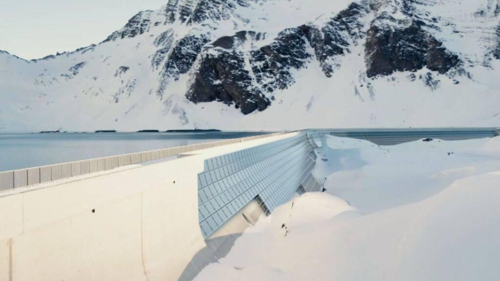 Die grösste alpine Solaranlage entsteht auf einer Glarner Staumauer