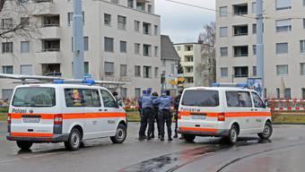 Mann schiesst in Zürich Seebach auf Polizisten