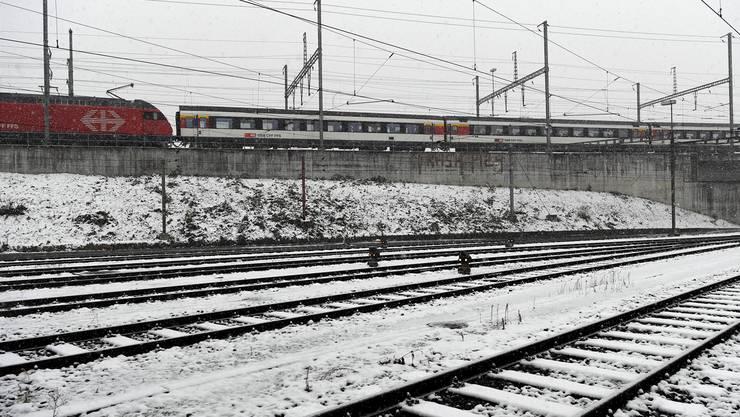 Die öffentlichen Verkehrsmittel hatten vielerorts mit vereisten Bahnanlagen und technischen Problemen zu kämpfen.