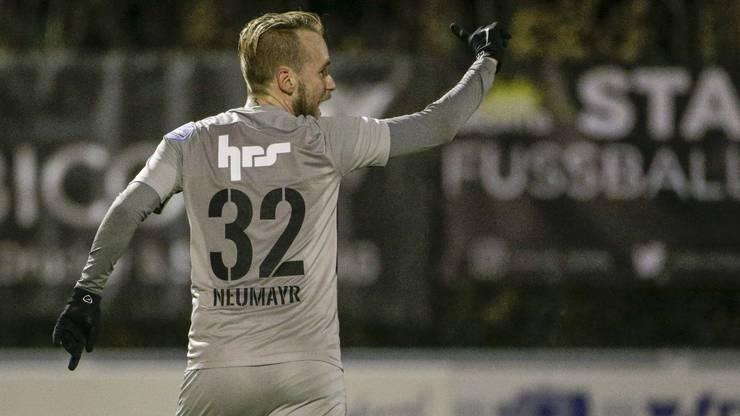 FCA-Offensivspieler Markus Neumayr bejubelt seinen entscheidenden Treffer zum 2:1-Sieg auswärts gegen Rapperswil-Jona.