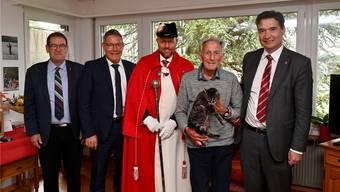 Am Dienstag wurde Walter Bigler 100-jährig. Von links: Staatsschreiber Andreas Eng, Landammann Roland Fürst, Standesweibel Andreas Hofer, der Jubilar Walter Bigler und Stadtpräsident François Scheidegger.