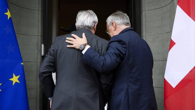 Im Zweifelsfall für die Bilateralen: Bundesrat Johann Schneider-Ammann (rechts) und EU-Kommissionspräsident Jean-Claude Juncker bei einem Treffen in Zürich im September 2016. (Archiv)