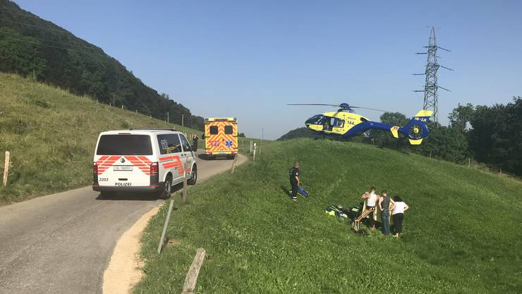 Die Töfffahrerin durchbrach den Zaun und stürzte.