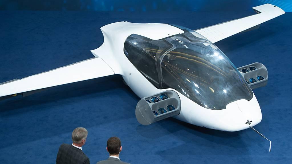 Mit den elektronischen Mini-Jets will Lilium künftig Menschen transportieren. ABB baut nun eine Ladestation für die Fluggeräte. (Archivbild)