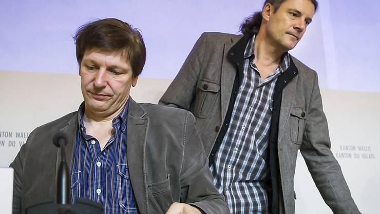 Auch nach seinem Rücktritt als Dienstchef für Unterrichtswesen bleibt Jean-Marie Cleusix (links) in der Walliser Politik umstritten. (Archivbild)