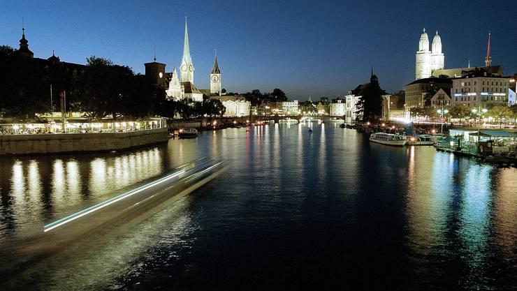 Wer mehr wissen will über die bauliche Entwicklung der Stadt Zürich, kann sich ab dem 24. Mai von Mitarbeitenden der Denkmalpflege herumführen lassen.