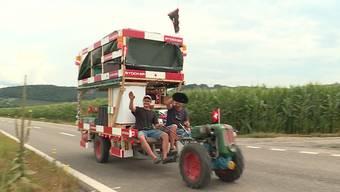 Zwei Aargauer tuckern mit einem Einachser in die Ferien: die Reportage von Tele M1.