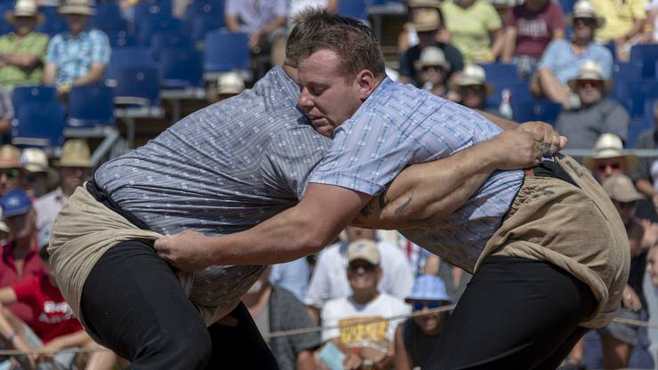 Räbmatter Patrick (Zofingen), links, kämpft gegen Anderegg Simon (Meiringen), rechts.