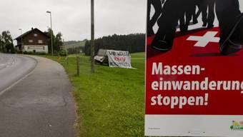 """Plakat der SVP-Initiative """"gegen die Masseneinwanderung"""" (Archiv)"""
