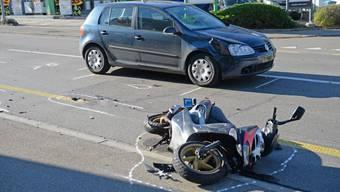 Kollision mit Lernfahrerin: Rollerfahrer schwer verletzt