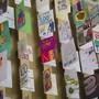 HANDOUT - Geburtstagskarten an Sir Tom Moore im Imperial War Museum Duxford. Foto: Imperial War Museum Duxford/PA Media/dpa - ACHTUNG: Nur zur redaktionellen Verwendung im Zusammenhang mit der aktuellen Berichterstattung und nur mit vollständiger Nennung des vorstehenden Credits