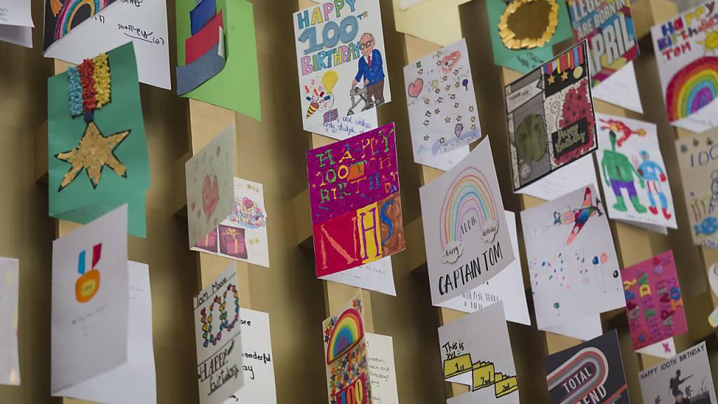 100 Geburtstagskarten für Spendensammler Moore kommen ins Museum
