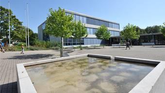 Das Schulgebäude Bläuen der gemeinsamen Erzbachtal-Schulen, an welchen beide Erlinsbach beteiligt sind.
