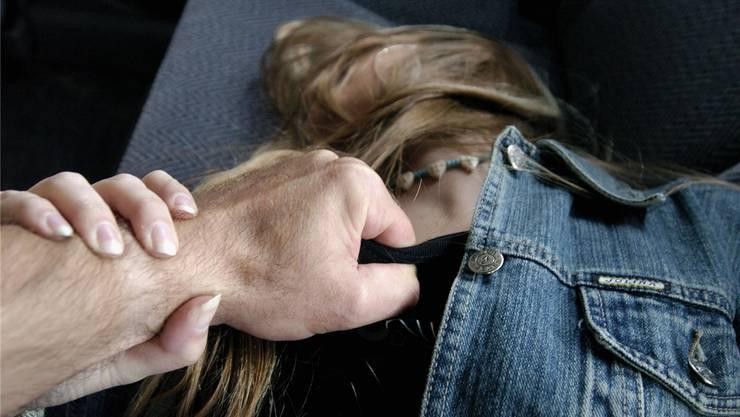 16 Sexualdelikte in der Öffentlichkeit gab es bisher in Basel – zu jedem wurde eine Medienmitteilung verfasst. Symbolbild/Oliver Menge