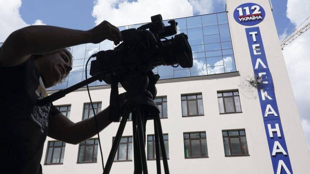 Das Gebäude des ukrainischen Fernsehsenders 112 TV Channel in Kiew nach dem Beschuss.