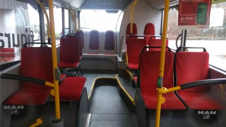Im hinteren Bereich wurden zwei Sitzplätze zugunsten eines breiteren Gangs entfernt. (Vorher-Nachher-Vergleich weiter unten im Artikel)