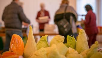 Rund ein Drittel aller in der Schweiz produzierten Lebensmittel gehe zwischen Feld und Teller verloren oder werde verschwendet (Archivbild).