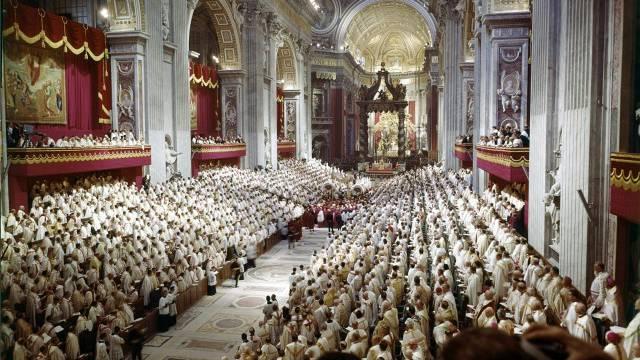Eröffnung des zweiten Vatikanischen Konzils im Petersdom am 11. Oktober 1962: Die Aufbruchstimmung von damals sei verflogen, meint Abt Martin Werlen. Foto: AZ