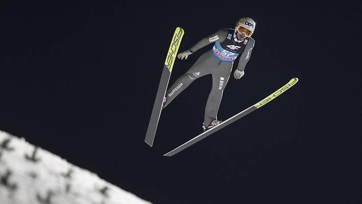 Überhaupt nicht ins Fliegen gekommen: Killian Peier stürzte beim Springen im Val di Fiemme regelrecht ab