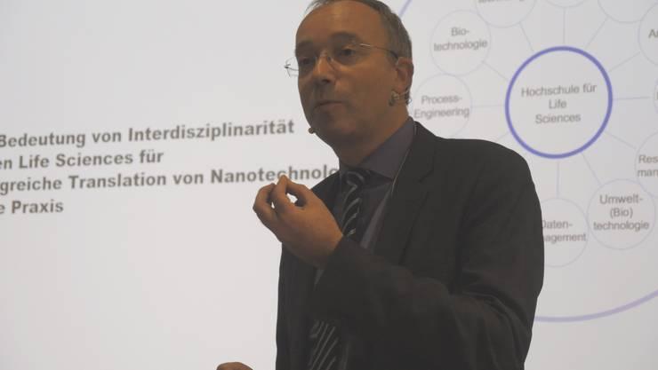Prof. Dr. Falko Schlottig, Direktor, FHNW Muttenz referiert über das interdisziplinäre Zusammenspiel in den Life Sciences
