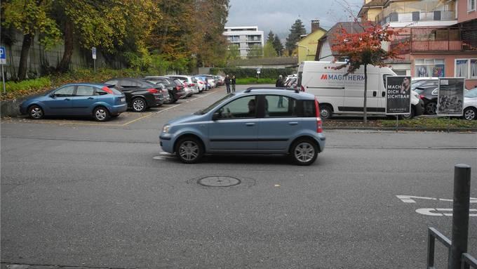 Das Ei des Kolumbus für den Postparkplatz? Der Gemeinderat entscheidet heute über ein Schrankensystem.