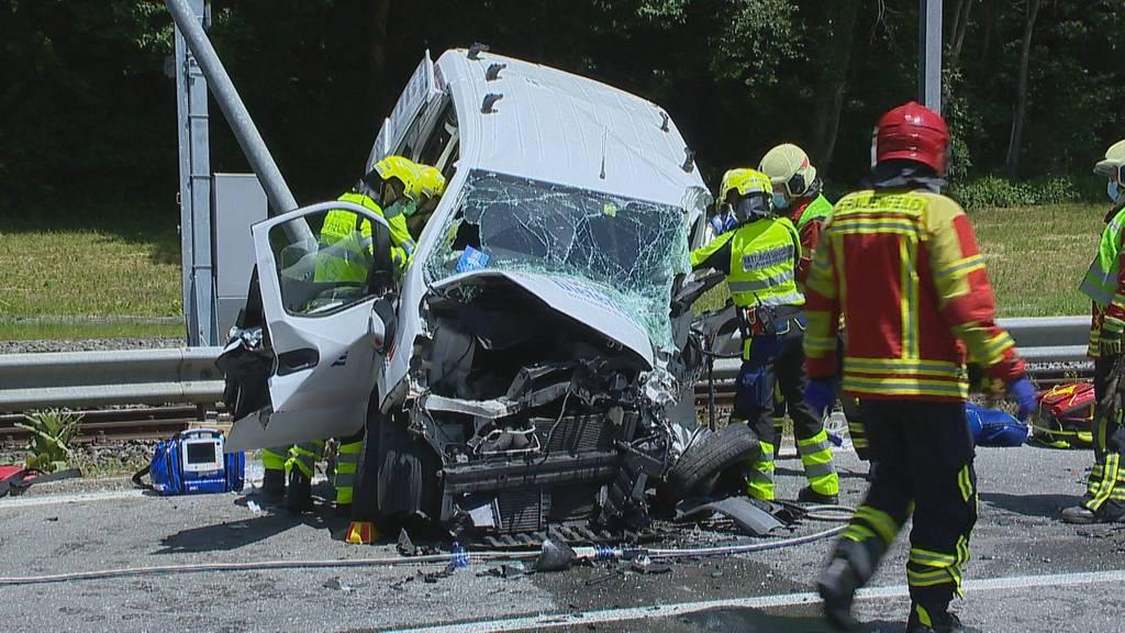 Nach schwerem Unfall: Feuerwehr wird wegen Umleitung beschimpft