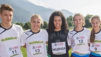 Mujinga Kambundji mit den Leichtathletik-Talenten aus den beiden Basel (v.l.): Irina Christen (9), Rafael Vögtli (11), Aline Kämpf (12) und Céline Niederberger (13).
