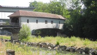 Die Holzbrücke beim Kloster Wettingen ist marode und muss saniert werden.