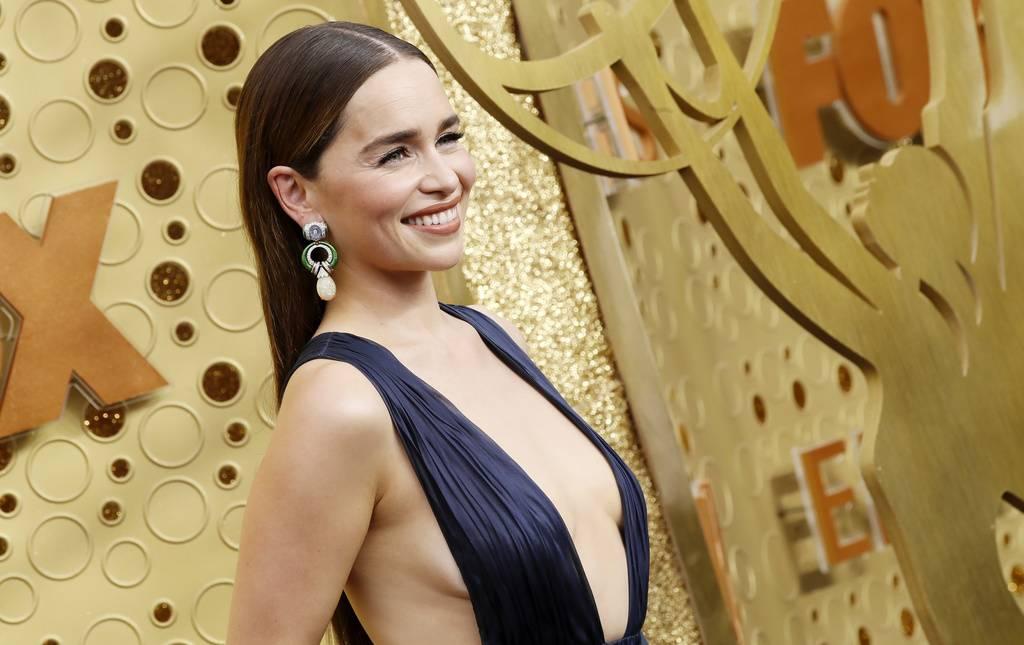 Emilia Clarke hat ein eher gewagtes Kleid angezogen. (© Keystone)