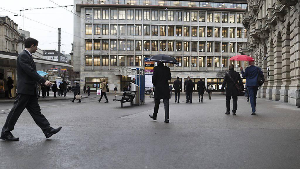 Der Bundesrat bleibt dabei: Banken und andere Unternehmen sollen Bussen und Bestechungsgelder nicht von den Steuern abziehen dürfen. (Symbolbild)