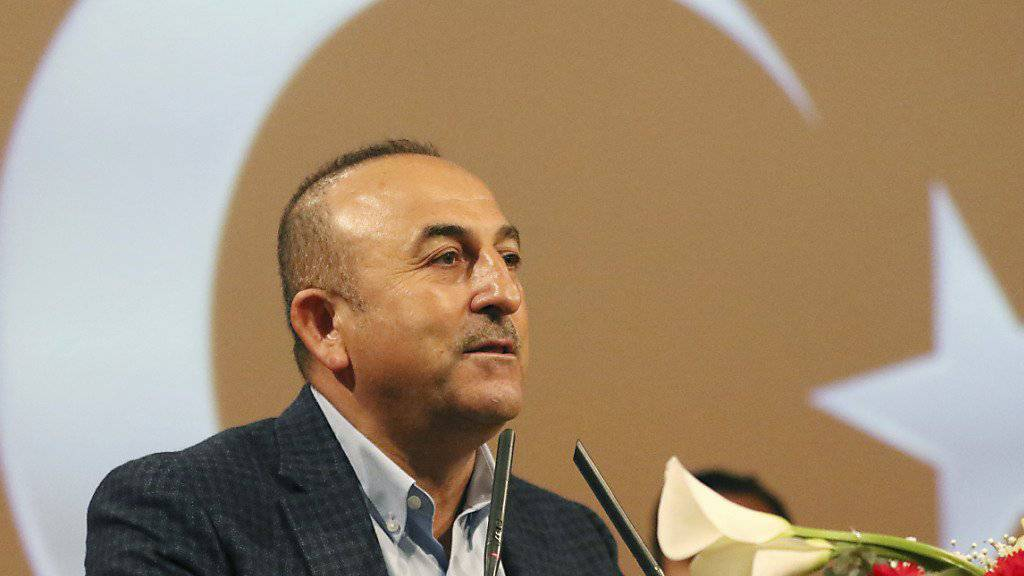 Der türkische Aussenminister Mevlüt Cavusoglu wirft den OSZE-Wahlbeobachtern vor, parteiisch zu sein. (Archiv)
