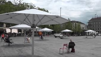 Neue Sonnenschirme für den Sechseläutenplatz.