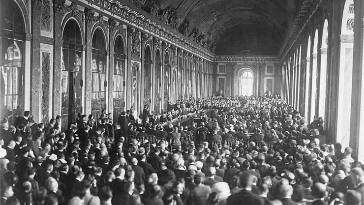 Die Vollversammlung der Friedenskonferenz in Versailles trat achtmal zusammen. Am 28.April 1919 hiess sie die Völkerbundssatzung gut. Bettmann Archive/Getty